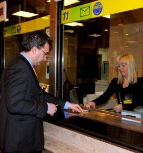 Learn Italian grammar online: passato prossimo, at the post office